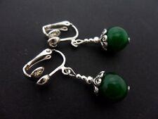Un par de Verde Jade 10 mm del Grano de Gota Pendientes De Clip. Nueva.