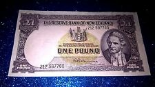 THE RESERVE BANK OF NEW ZEALAND ONE POUND NOTE, PREFIX: 212 597760