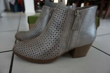 Earth Pineberry Heeled Ankle Boots Silver Metallic Leather SIZE 9 ~ RRP $239.95