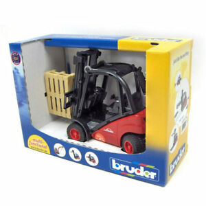 Linde H30D Forklift with 2 Pallets by Bruder 02511