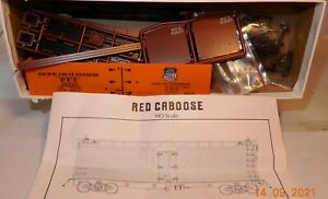 HO SCALE RED CABOOSE WESTERN PACIFIC PACIFIC FRUIT EXPRESS REEFER KIT NOS