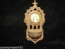 Joli ancien bénitier en régule décor sainte