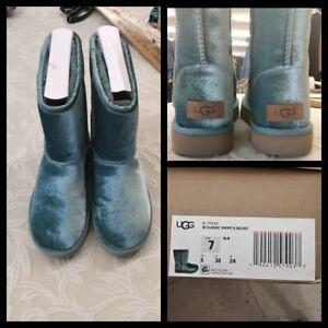 Ugg Classic Short Boots Women's Size 7 Blue Velvet Inv#Z3093
