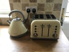 morphy richards Cream/Crome kettle and toaster set
