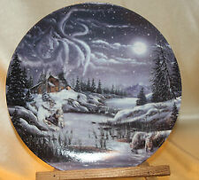 BRADFORD EXCHANGE COLLECTOR PLATE WOLF TWO BY THE NIGHT, TWO BY THE LIGHT 4262D