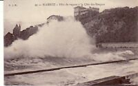 64 - cpa - BIARRITZ - Vague à la Côte des Basques