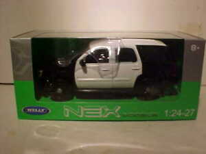 2008 Chevy Tahoe SUV Diecast Car 1:24 Welly 8 inch Black White Security Version