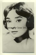 b1074 - Film Actress  - Audrey Hepburn - Postcard