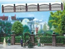 Busch 6016 - Iron Fence with Gate Plastic Kit - HO/00 Gauge - Tracked 48 Post
