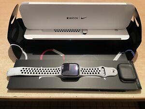 Apple Watch Series 5 44mm Cellular gris sidéral Nike Garanti 02/05/22