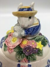 Vintage 1995 Fitz & Floyd spring decorated 5�X 6� Easter Egg with bunny on lid