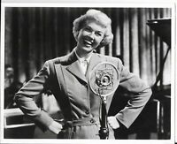 8x10 black and white hollywood photo of doris day ww2 era