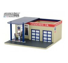 VINTAGE GAS SERVICE STATION - Standard Oil - 1/64 scale model by Greenlight
