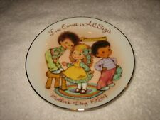 "Vtg 1984 Avon Mother'S Day Plate 22K Gold /Easel ""Love Comes In All Sizes"" Plate"
