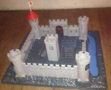 Château Fort, assez ancien... Des années 50 ou avant...