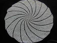 ancien napperon blanc crochet fin spirale diamètre: 25 cm