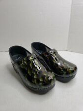 Dansko Women's Shoes Clogs Green Snake Print Size 8.5 US / 39 EUC