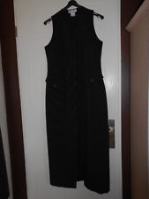 ROBE NOIRE AVEC RAYURES BLANCHES TAILLE 42