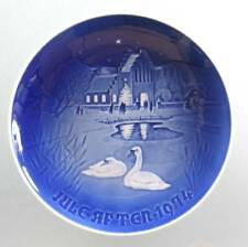 "1974 B&G Plate ""Christmas in the Village"" Bing & Grondahl Jule Aften swan church"