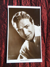 MARLON BRANDO   - FILM STAR -  VINTAGE PICTUREGOER  POST CARD  - #128