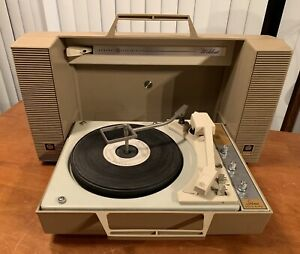 VINTAGE GE GENERAL ELECTRIC WILDCAT PORTABLE RECORD PLAYER FOLDING Works
