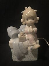 Night Light Precious Moments Figurine Enesco Lite Little Girl Sitting On A Gift