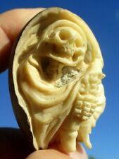 Gevatter Tod , geschnitzt aus einer Tagua - Nuss !