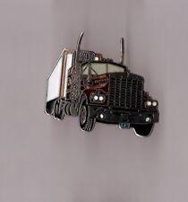 pin's camion américain KW KenWorth (argenté signé Démons et merveilles)