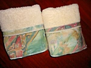 JCP PENNEY MUSTIQUE PLEATED GREEN CORAL CAMEL TUSCAN (2PC) HAND TOWEL SET 16X26