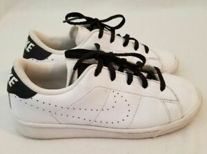 Nike Shoes Athletic Tennis Classic PRM  834127 101 Youth Size 2Y 2  White