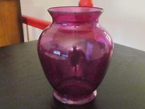"""6 1/2"""" Purple ROUND FLOWER BOUQUET PLASTIC VASE; Excellent Condition!"""