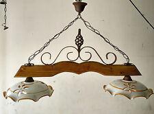 Lampadario rustico bilanciere in ferro battuto e legno con diffusori in ceramica