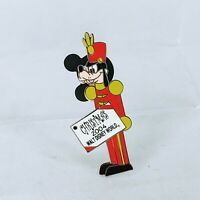WDW - Happy Holidays 2004 Pin Pursuit Goofy LE 2000 Disney Pin 35266