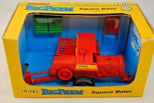 1:32 Britains ERTL 4168 Big Farm SQUARE BALER w/ HAY BALES Mint in Worn Box