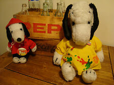 VINTAGE 1960'S SNOOPY PEANUTS PLUSH TOYS (2) & CLOTHES & (2) BUTTON PINS & BOOK