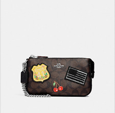 COACH/LARGE WRISTLET 19 IN SIGNATURE CANVAS WITH AMERICAN DREAMING PATCHES