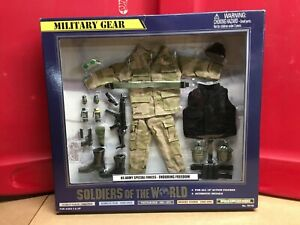 SOLDIERS OF THE WORLD (DELUXE WEAPONS & ACCESSORIES SET) 2000's