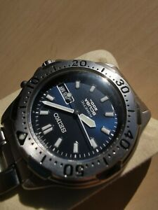 Seiko Scuba Diver Kinetic 200m, Day Date Blue dial Mens Watch Made in Japan.