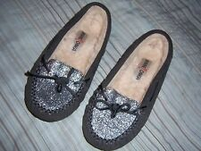 MINNETONKA MOCCASINS SIZE 6 AUX FUR LINING GRAY WITH SPARKLE TOE