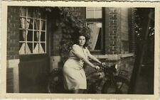 PHOTO ANCIENNE - VINTAGE SNAPSHOT - FEMME MOTO MOTOCYCLETTE - MOTORBIKE WOMAN