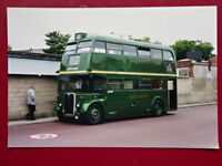 PHOTO  LONDON TRANSPORT BUS NO  RT227 IN GREEN LIVERY