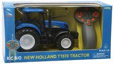 42601 MODELLINO TRATTORE NEW HOLLAND T7070 SCALA 1:24 TELECOMANDATO