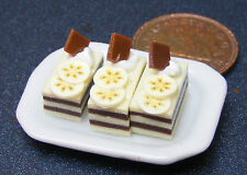 1:12 Scale 3 Banana Wafer Cakes On A Ceramic Plate Dolls House Accessory PL87