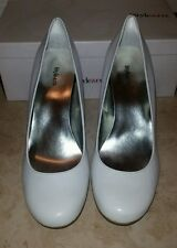 STYLE AND CO. WHITE HEELS/PUMPS SIZE 9
