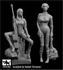 1/35 Resin Figure Model Kit WOMEN sexy german girls Soldier Unpainted