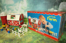 VINTAGE FISHER PRICE LITTLE PEOPLE PLAY FAMILY FARM #915 PLAYSET WITH BOX