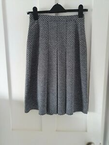Vintage Box Pleat M&S Black & White Pattern Skirt. Size 10