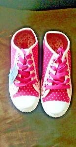 Girls Fushia   Canvas Trainers Pumps Plimsoll Summer Size 13 1 2 3 4 5 UK