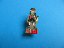 Shell Pin badge National Costumes. (F) France