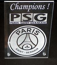 cadre plexiglas gravé gravure foot paris PSG + prénom  10X15 +trous+chevilles